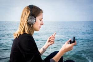 Nye hovedtelefoner til kæresten? 4 ting du skal overveje inden køb