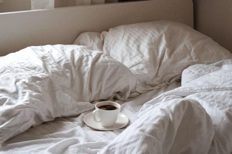 4 tips til at vælge det rigtige sengebord til soveværelset